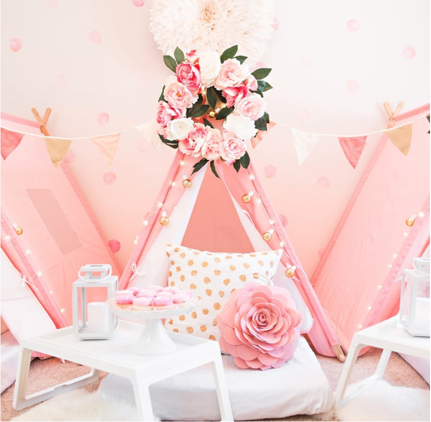 Sleepovers are a big trend for girl's birthday parties right now! This gorgeous setup is from Sprinkle and Dot. | LYFETYMES party planning website.