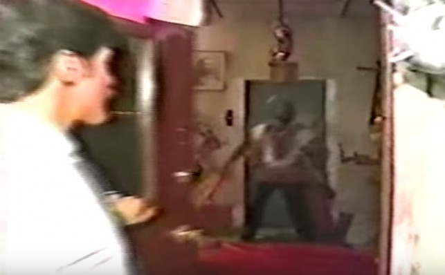 Geraldo uses an investigative technique from his Willowbrook days: Opening a door.