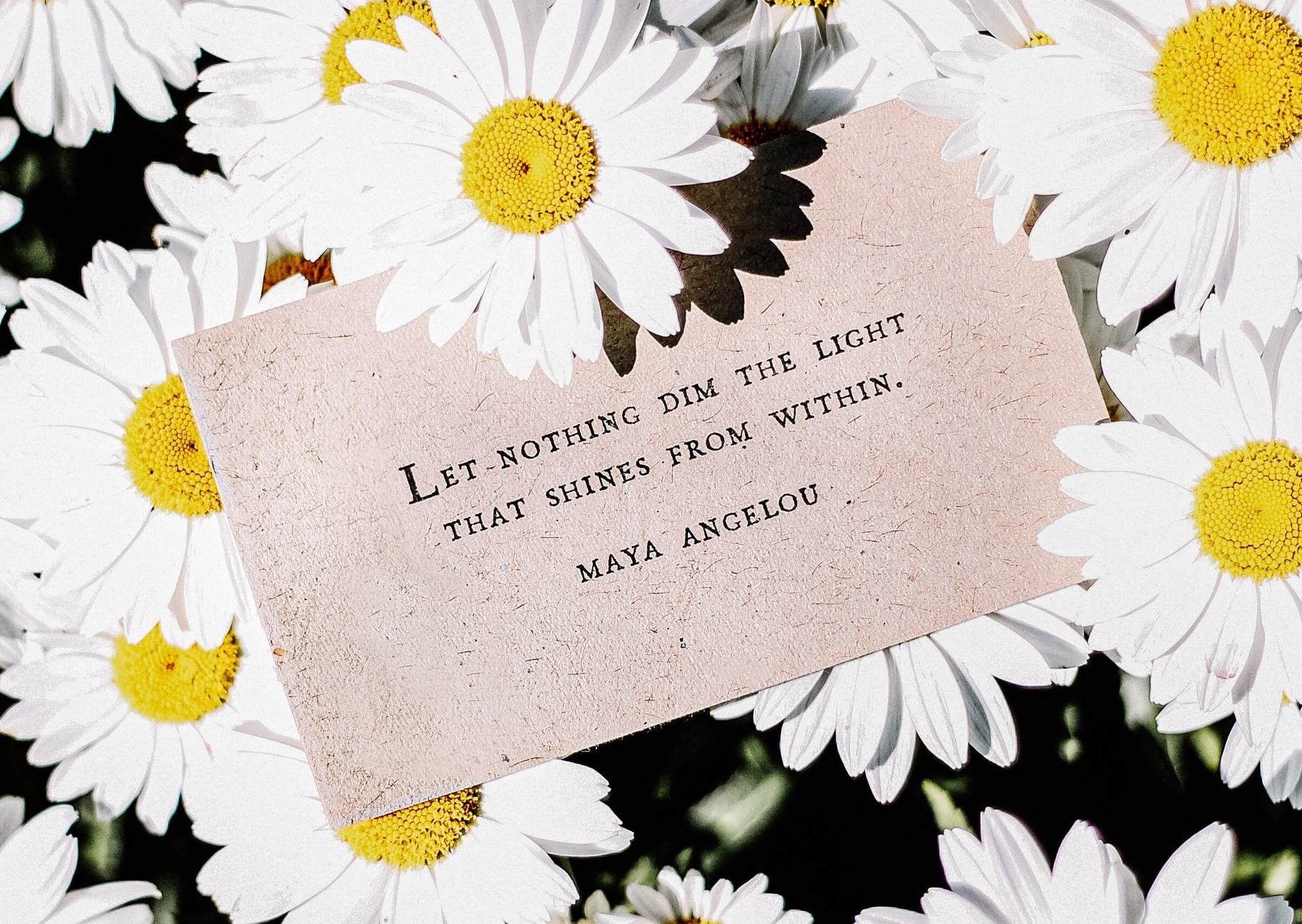 """""""Que nada atenúe la luz que brilla en tu interior""""     Maya Angelou"""