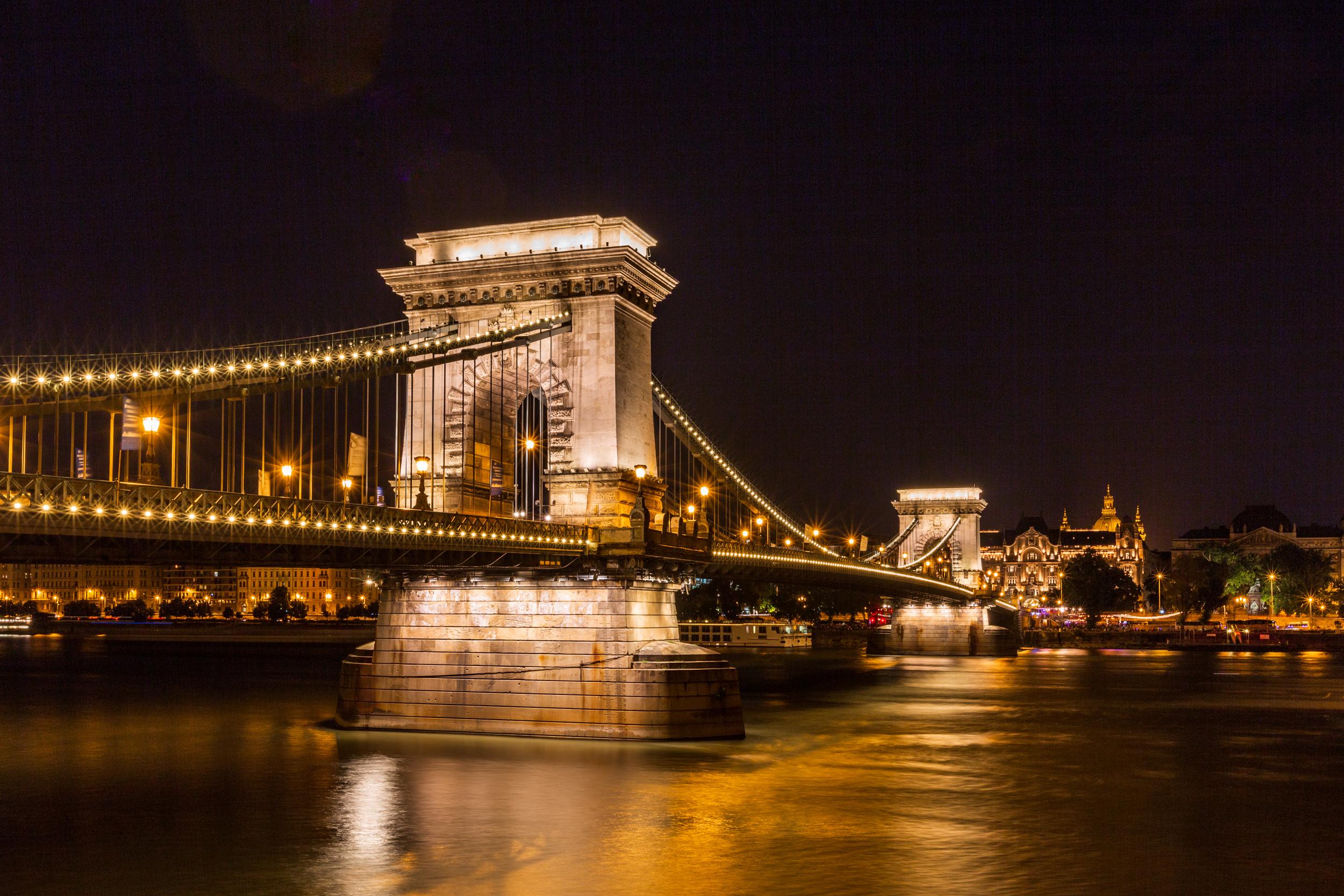Chain Bridge, ISO100, 35mm, f/16, 10sec