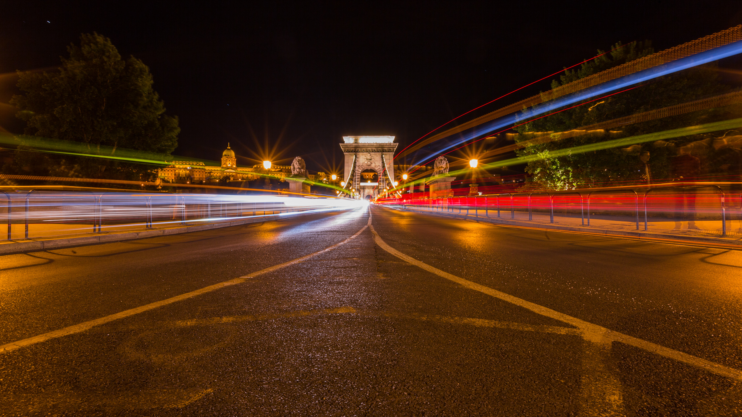 Chain Bridge and light trail. ISO100, 20mm, f/18, 46sec