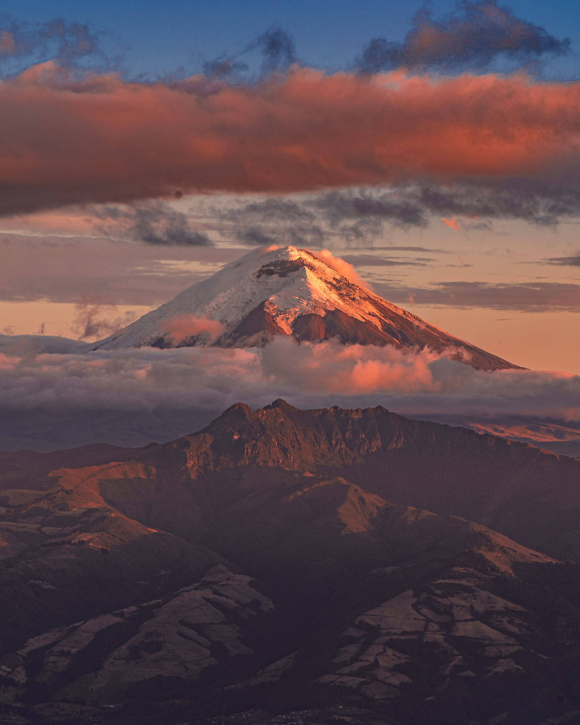 view of Cotopaxi from Teleferico 2019-09-14-002.jpg