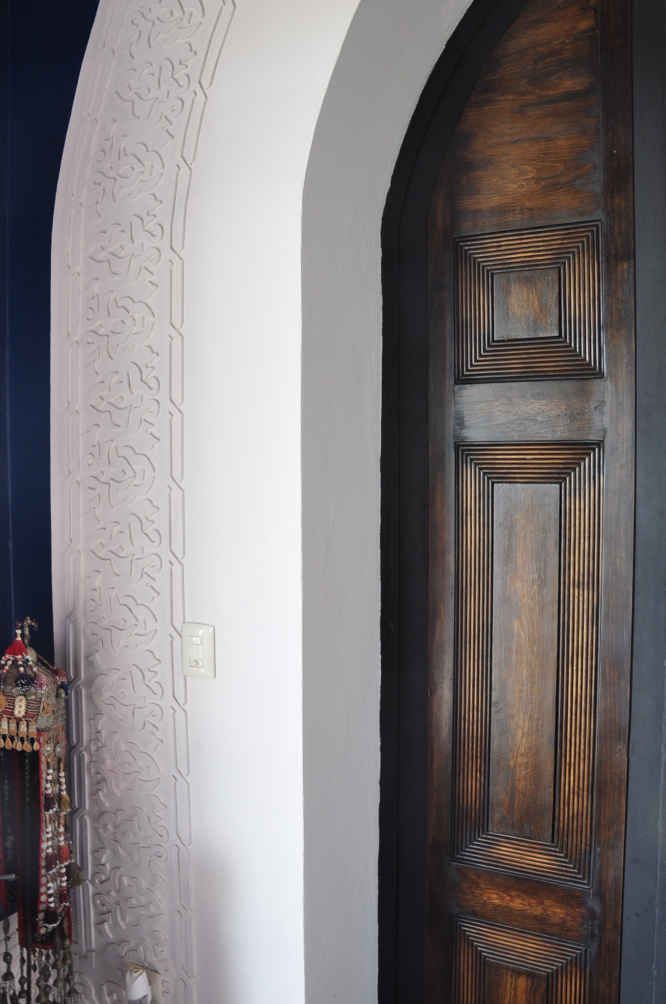CASA OASIS, LIVING ROOM DOOR & WALL DETAIL