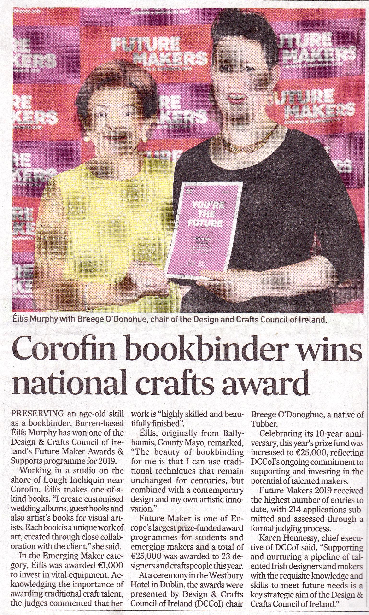 Bookbinder Éilís Murphy receiving award