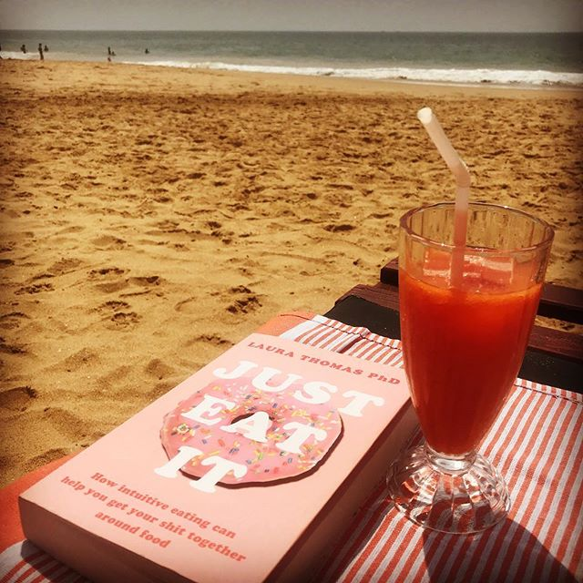 Now this is a holiday! Chilling out by the beach 🏝☀️🍹📖 , taking in the good shit and breathing out the bullshit. And on World Mindful Eating Day wouldn't you know! This book by @laurathomasphd is a must read! . . . #holidayvibes #nodiets #healthateverysize #selfcare #dowhatyoulove #hunger #mindful #mindfulness #mindfuleating #enjoyment #food #internalcues #noguilt #internalcuesnotexternalrules #intuitive #intuitiveeating #dietitian #nodiets #mindfuleatingpractise #lovewhatyoueat #dietitiansagainstdiets #haes #selfcompassion #diets #gratitude #worldmindfuleatingday