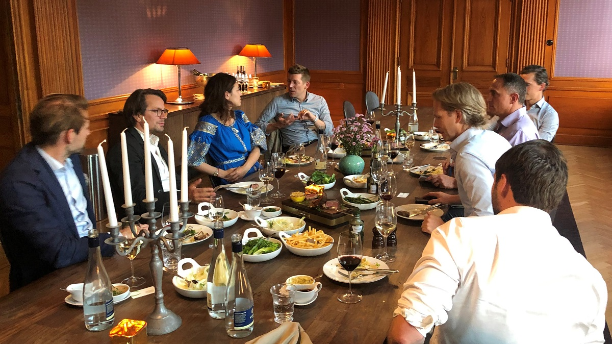 Roundtable participants enjoy a sharing meal and deep discussion on current events in fintech & finserv.