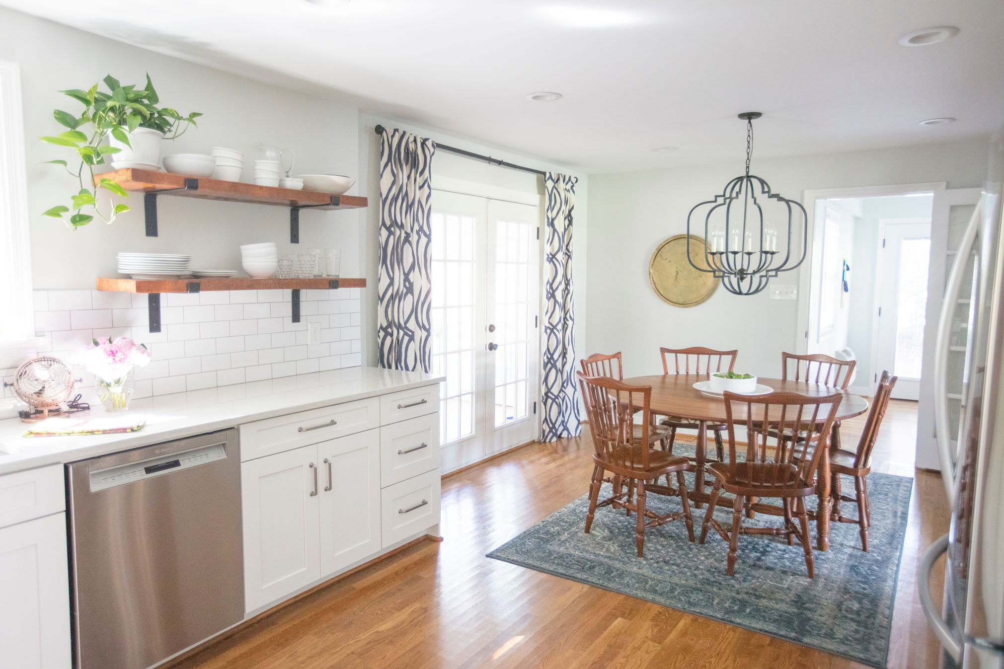 Relaxed Transitional - Boho and contemporary accents with classic furnishings.