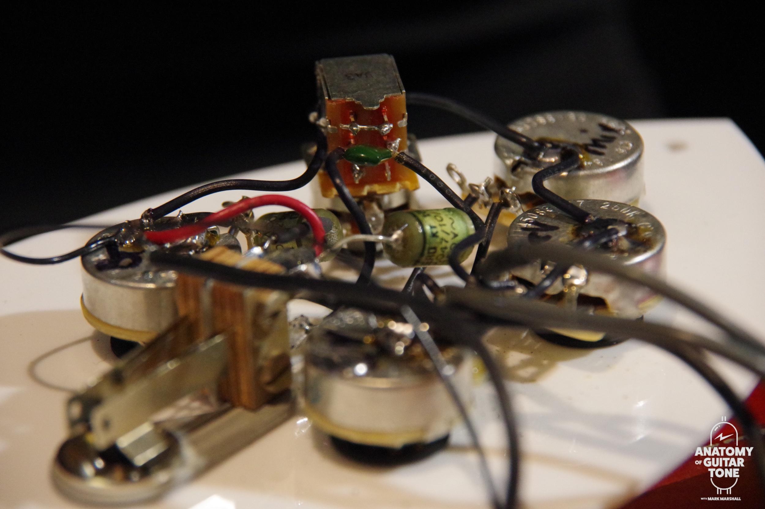 Vintage wiring on modern Rickenbacker 360 12 string