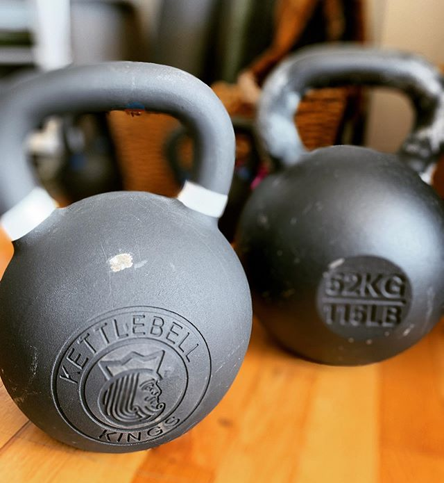 What is so special about the kettlebell? 🤷♂️⠀ ⠀ It's more than just a cannonball with a handle⠀ ⠀ ✅ The unique shape and training principals makes the kettlebell the perfect tool for developing speed, strength and power⠀ ⠀ ✅ It's a fantastic tool for safely teaching and training functional movements like squatting, pressing and deadlifting⠀ ⠀ ✅ they're also badass!!!⠀ ⠀ ⠀ ⠀ #kettlebells #kettlebellworkout #yyj #chiropractic #physicaltherapy #personaltrainer #fitnessmotivation #rehab #strengthandconditioning #recoup