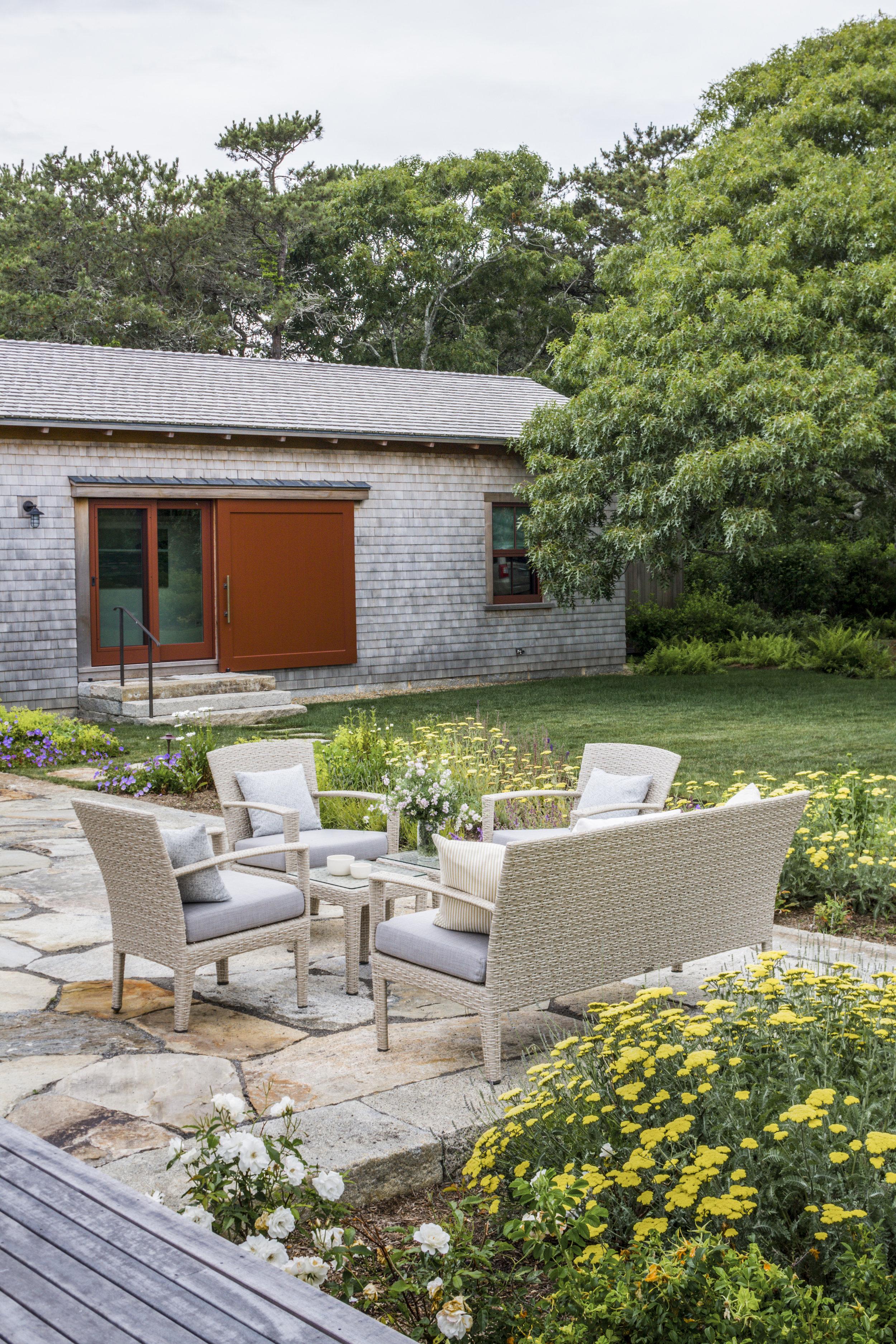 18 Exterior Front Garden_Y3I7651-Edit.jpg