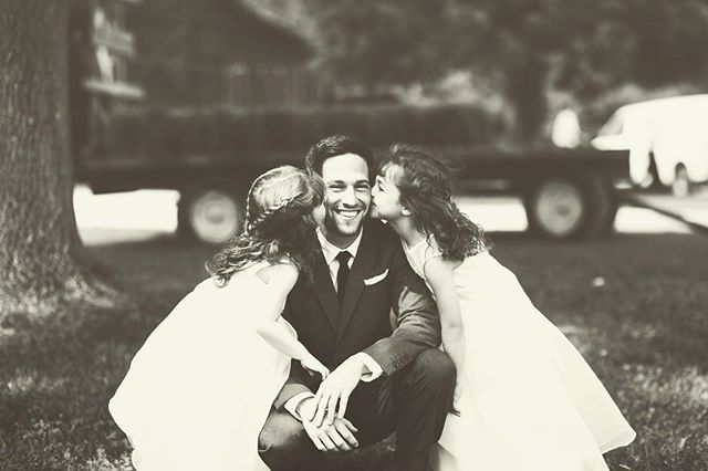 Too. Stinkin'. Cute! These are the shots that melt my heart! An uncle and his nieces. ☺️ . . . #engagedinindy #dayofcoordinator #bloomingtonwedding #dayofplanner #dayofweddingcoordinator