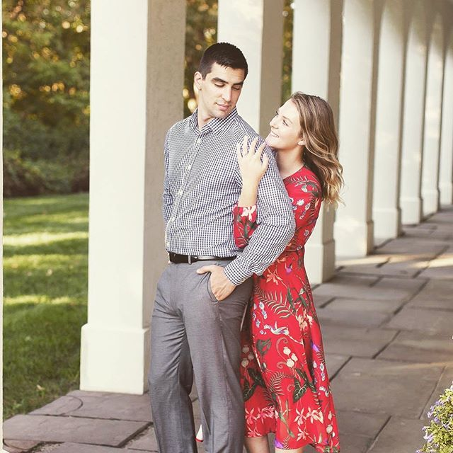 🖐🏻 days until you're lookin' at Mr. & Mrs. Griffey!! . . #dayofcoordinator #bloomingtonwedding #bloomingtonbride #summerwedding #engagedinindy #engagedindetroit #weddingplanning #weddingplanner