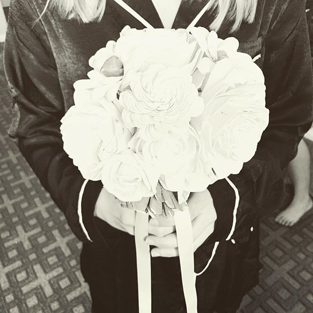 Still fawning over these incredible wooden flower bouquets! They were simple, elegant, and looked gorgeous popping off off of the red bridesmaid dresses. . . . #dayofcoordinator #engagedinindy #bloomingtonwedding #weddingplanning #weddingdetail #weddingflowers