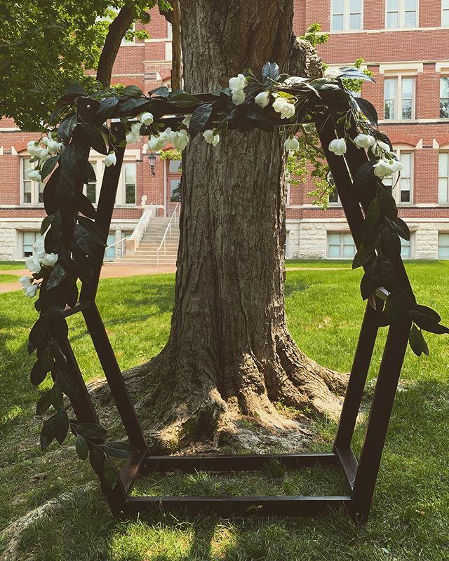 Another amazing element: the arbor built by one of the brides-men! I loved it!!