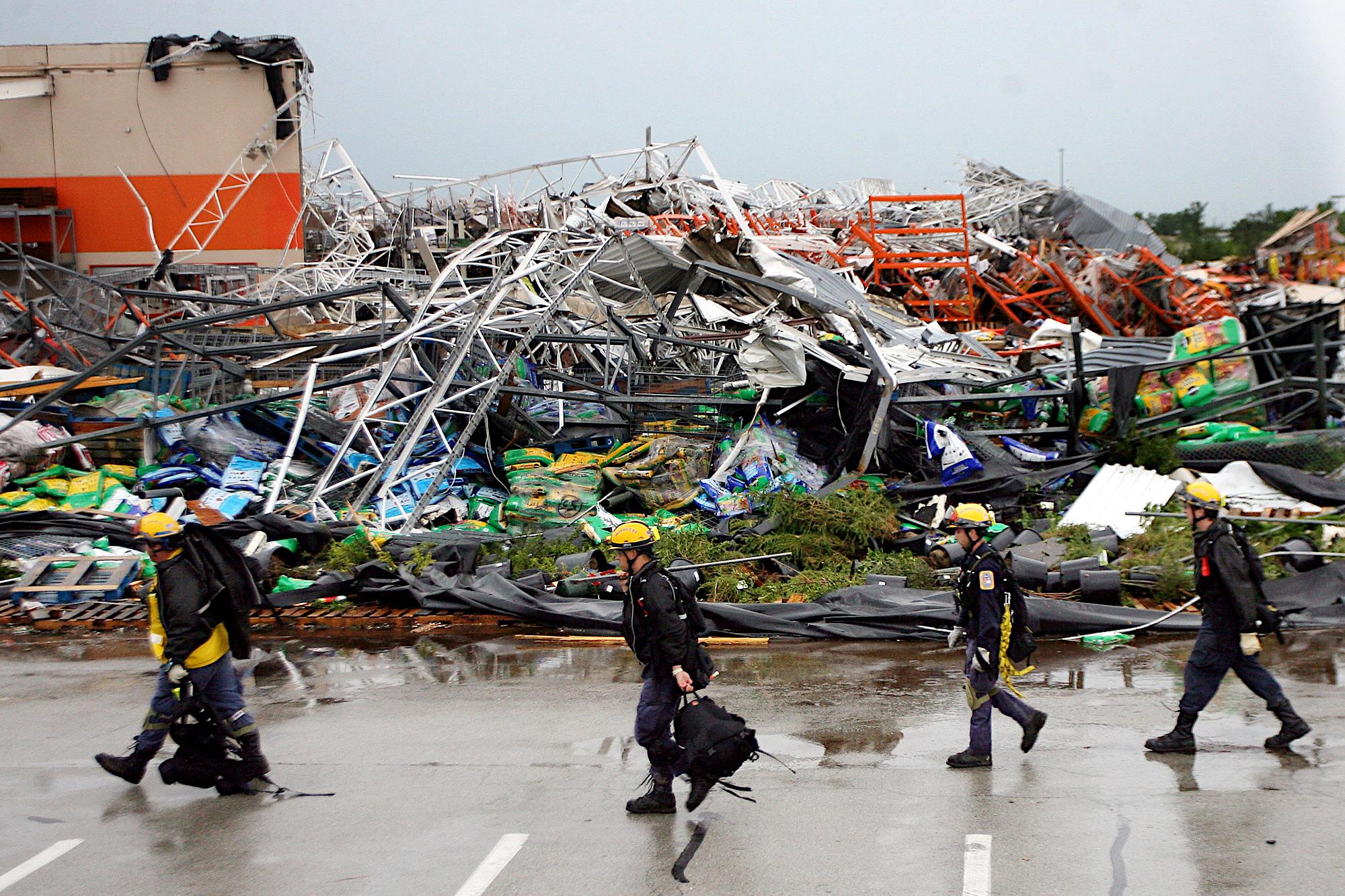 Tornado 0011.JPG