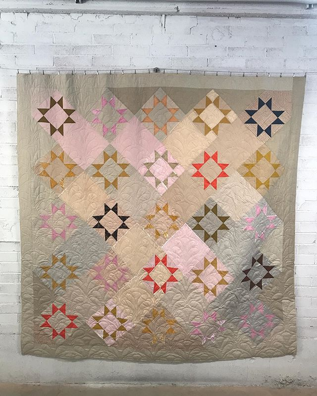 finished up this beauty awhile ago. i made this quilt for a friend, @_martooth, and felt really lucky to have my longarm! it made handling the size of the quilt and all the bias from the on-point stars a breeze. it turned out beautiful!!
