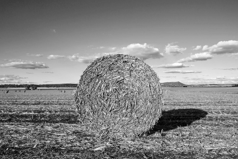 Straw-Bale-Kingsthorpe-Queensland-Australia-01.jpg