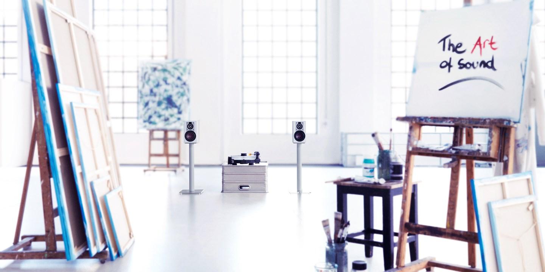 dali-opticon-1-white-art-interior.jpg