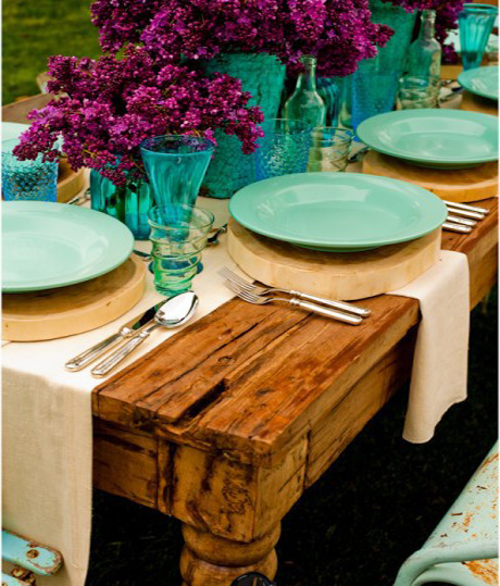Unexpected Combination - The use of turquoise and purple is gorgeous and a bit unexpected. Pair together two bold hues for a beautiful effect.