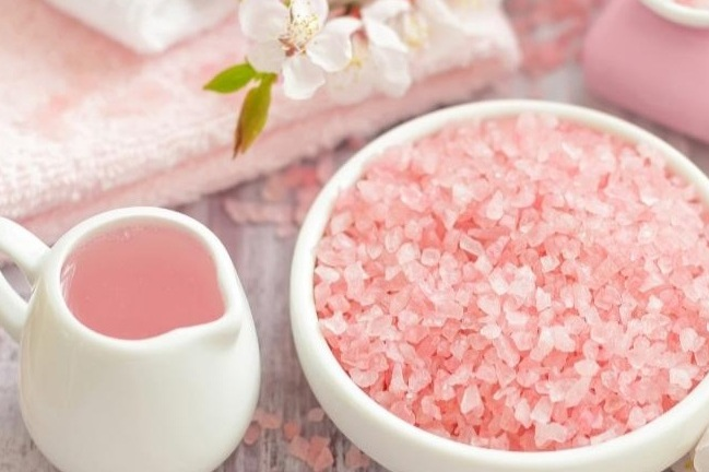 Pink Himalayan Salt - Pink Himalayan Salt is such an amazing ingredient. It makes a fantastic cleanser and exfoliator by cleaning your pores and removing dead skin cells. Pink Salt also promotes cell regeneration in your skin and helps prevent acne scarring.