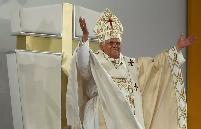 08-Papal Mass.png