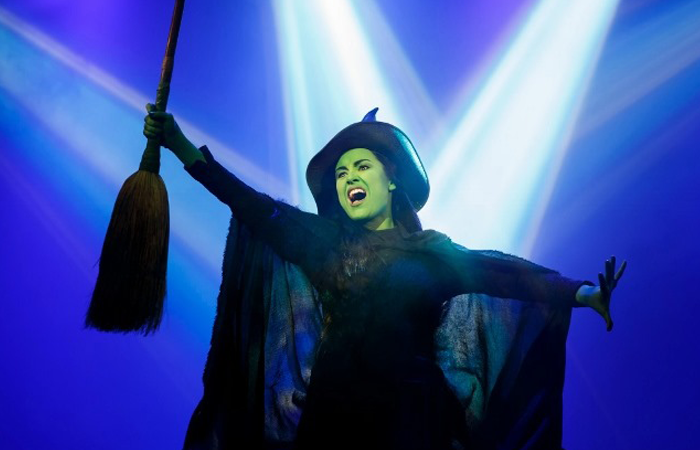 Behind the scenes of wicked: creativity in set design - Artrageous with Nate goes to New York City to get a behind the scenes look at the set, alongside scenic designer Edward Pierce.