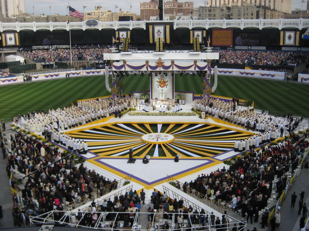 papal-mass-yankee-stadium-091.jpg