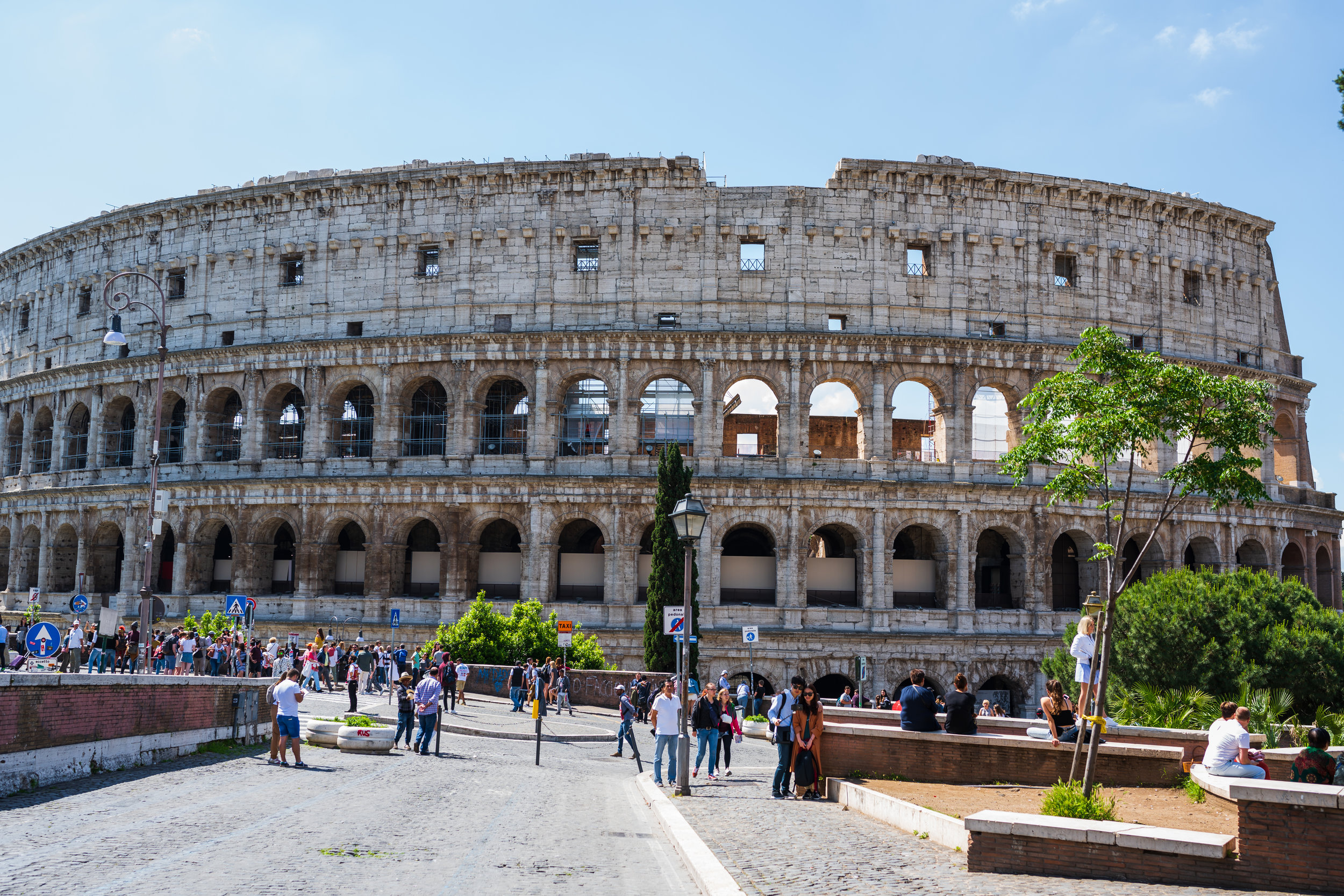 Our first look at the beautiful Colosseum!
