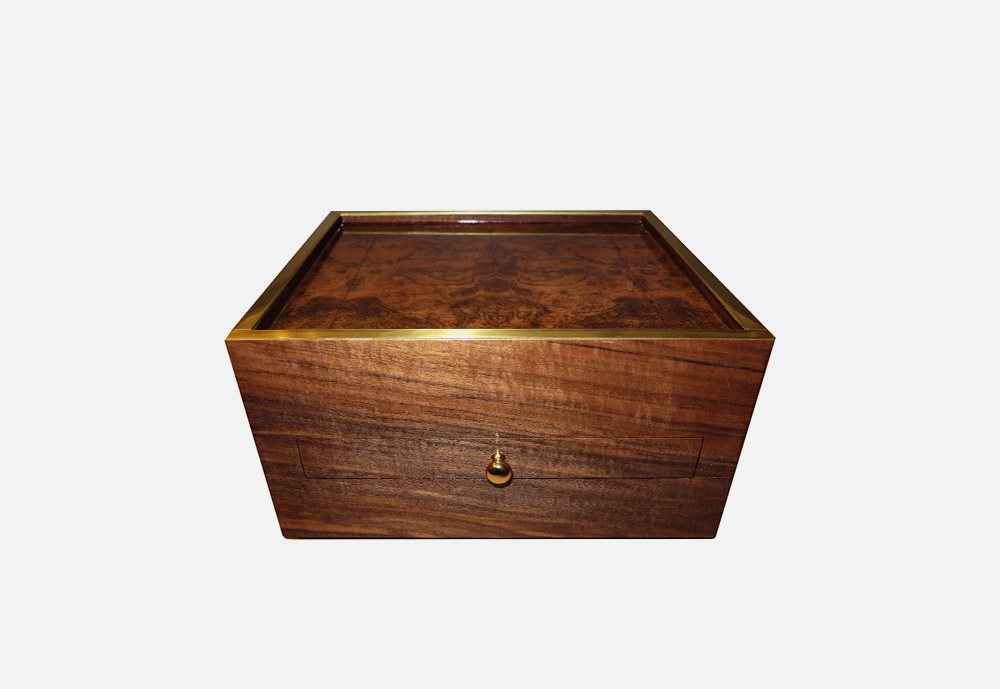 Chris_williams_0004s_0004_ACCESSORIES-Box1.png