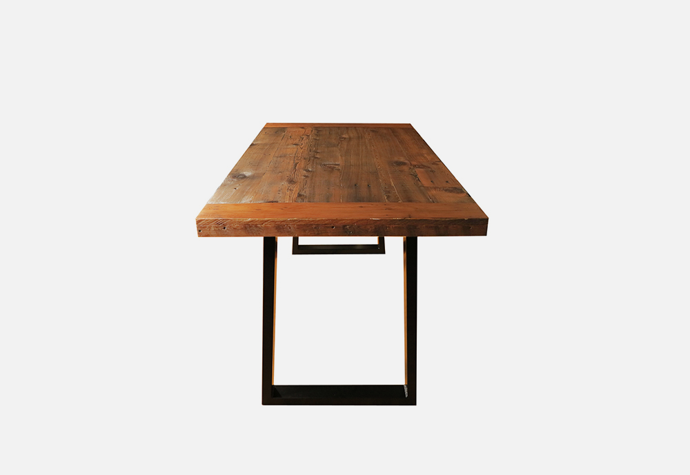 Chris_williams_0000s_0033_TABLES-DeskSideView.png