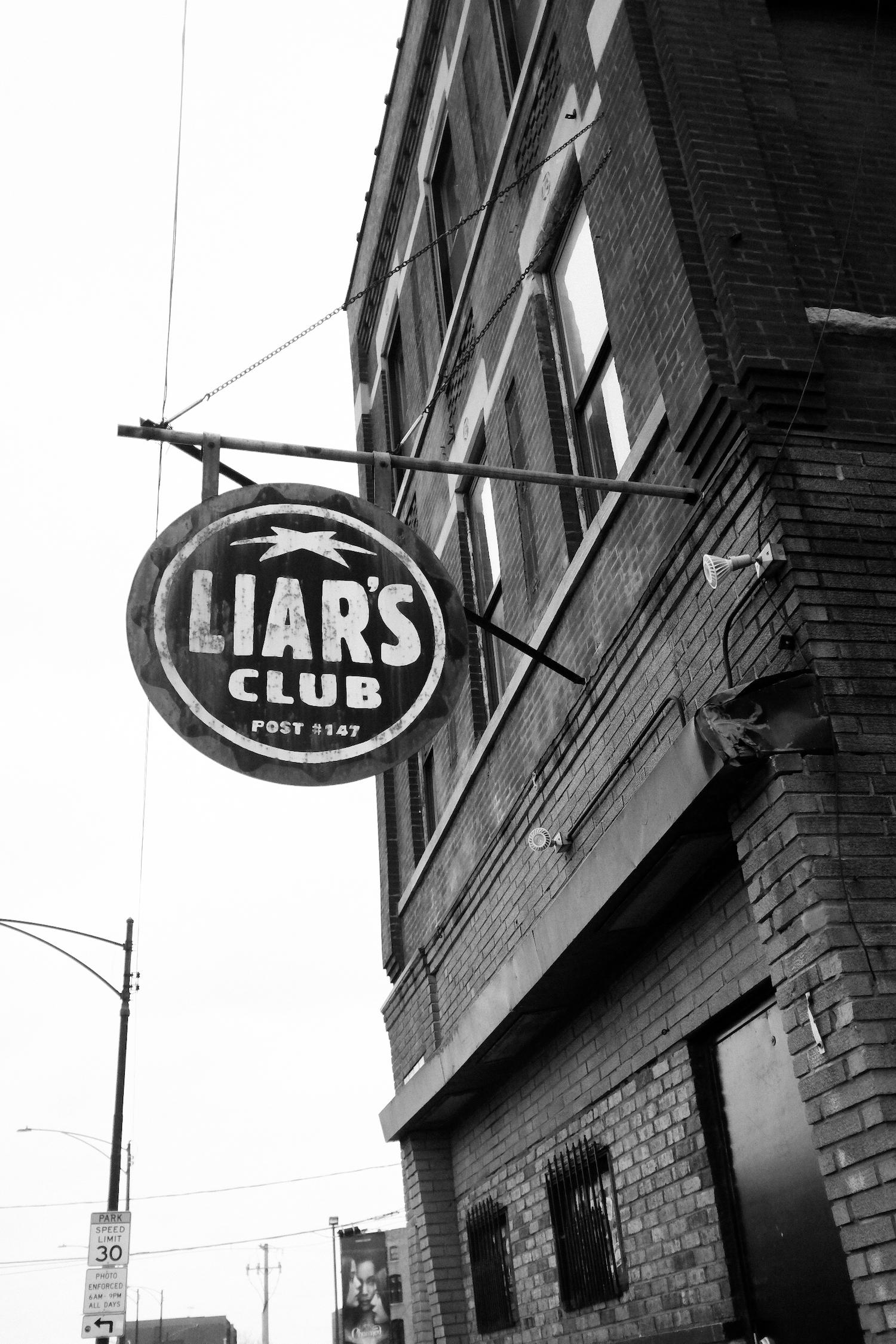 liarsclub-chicago-divebar-liarsclubchicago-punkbar-chicago-chicagopunk-shotbysix4creative-liars-club31.jpg