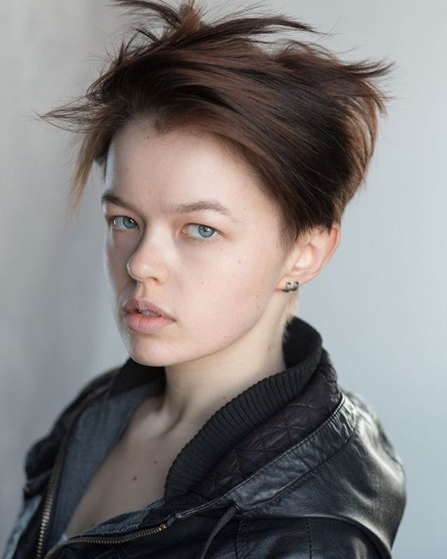 CASTING ANNOUNCEMENT:  @robynholdaway will be joining the company of #TheatreonTap on June 17 at @oldredliontheatre  Robyn Holdaway is a nonbinary actor with a passion for creating diverse and engaging work that explores the boundaries of the human condition. They are a @guildfordschoolofacting graduate and in their final year they were a finalist for the prestigious #AlanBates award. Since graduating Robyn has appeared in #CasualtyandDoctors for the BBC, King Lear at the @orangetreetheatre, Lord of the Flies at @greenwichtheatre and commercials for @tescofood and @orange.  Welcome, Robyn, and come see them perform ***brand new*** (seriously, as in written within the last 24 hours) work on June 17!  Book now to join us for pints, pies & plays:  theatreontap.co.uk (link in bio)!