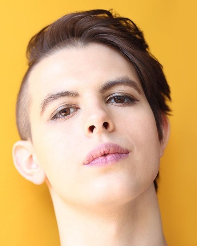 🚨 CASTING ANNOUNCEMENT 🚨 Welcome to our #TheatreOnTap company, Emily Joh Miller! (@headmoths). . Emily is a queer actress and theatre-maker whose work often explores the complexity of gender identity. Recent projects include #AndTheRestOfMeFloats (@outboxtheatre, @bushtheatre) which was devised by herself and 6 others trans/gender-nonconforming performers, and Humanequin (#MessUpTheMess, @thecentre_yganolfan) which was aimed at young audiences new to trans issues. She's also performed at @arcolatheatre, @thepleasance, the #ShakespeareInstitute, and @vamuseum. Outside of performance she's a musician and professional wrestler! . Come see Emily tackle performing a play that's been written in 24 hours on June 17 @oldredliontheatre! Bit.ly/TheatreOnTap - book via link in bio.