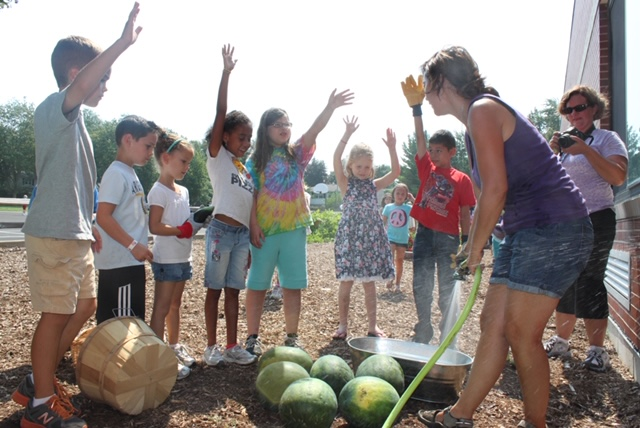 - I went in during their recess and asked kids to help water the garden and help pick produce. I thought it was a great way for kids with recess anxiety to have a fun job in our special garden.