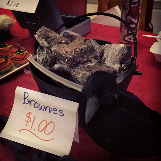 The bird's watching! Come get the brownies now! #boo#halloween #happy #clubevent #fundraising #volunteering