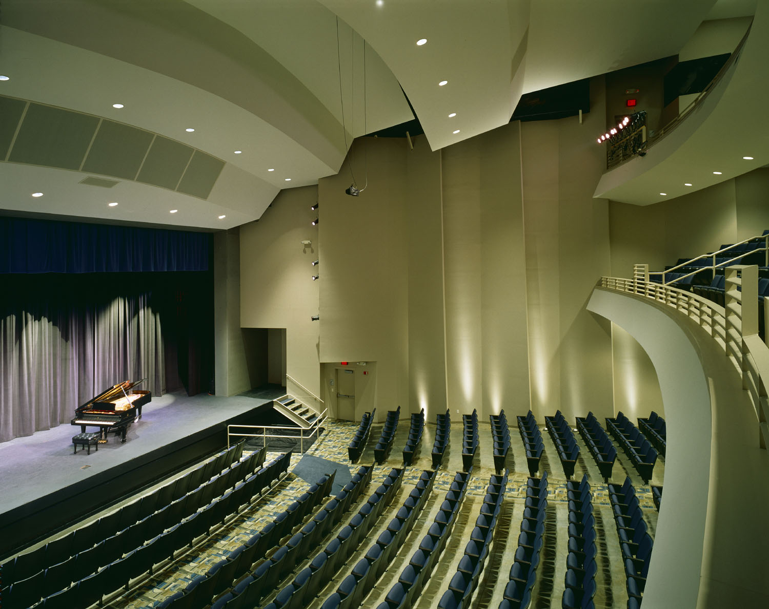(000) 4p Int Main Hall From side 5 in.jpg