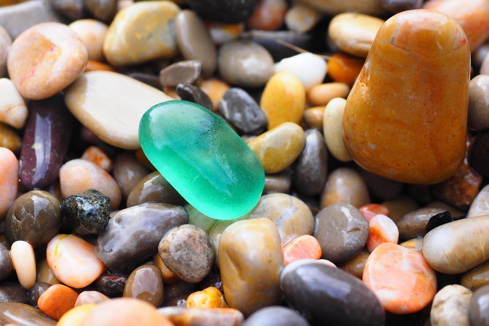 pebbles-1090536_1920.jpg