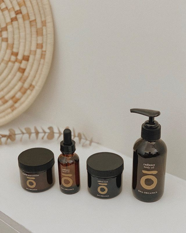 CONSCIOUS COMMERCE • ONA ORGANICS 〰️ @onaorganics is elevated skincare in every sense of the word. Rooted in Ayurveda and Eastern Medicine, the organic skincare line created by best friends Amanda Arapoglou and Elizabeth Dorow manifested itself through their shared mission of nourishment on every level — mind, body and spirit. . From the moment you have their products in hand you can feel the attention to detail, from the beautiful glass bottles to the incredible scent and potent plant ingredients like moringa, ylang ylang and pearl powder. You are inspired to slow down, practice mindfulness and really enjoy the ritual of applying these products. . They have become a cherished part of my morning and evening routine (if you follow me @hilarypearlson on stories you know the love runs deep!) which is one of the many reasons I am so thrilled to share a beautiful interview with the founders today on The Dreamerie — link in bio 🌞 . #thedreamerie #consciouscommerce #DREAMERIEconsciouscommerce