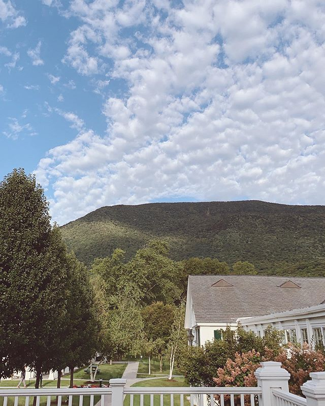 Mind, body, and soul nourishment with the dreamiest view. . Travel guide for Manchester, VT + my time @equinoxresort coming soon to the blog. 🕊 . #DREAMERIEtravel #thedreamerie