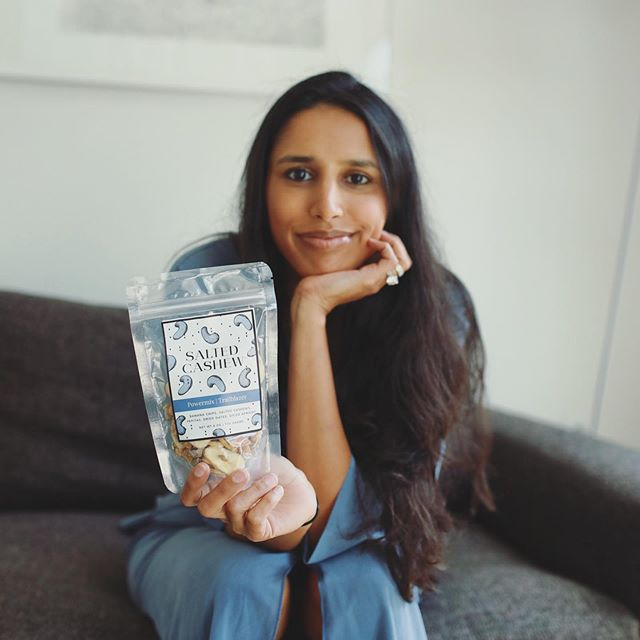 Oh heyyyyy just checking in👋🏽 no #monday blues here!  Spent the weekend at home and loved every minute of it; full of sleep, hanging with friends, and eating so much delicious food! I'm ready for this week and making sure to bring my #trailblazer powermix with me...to shop, link in bio! 💙