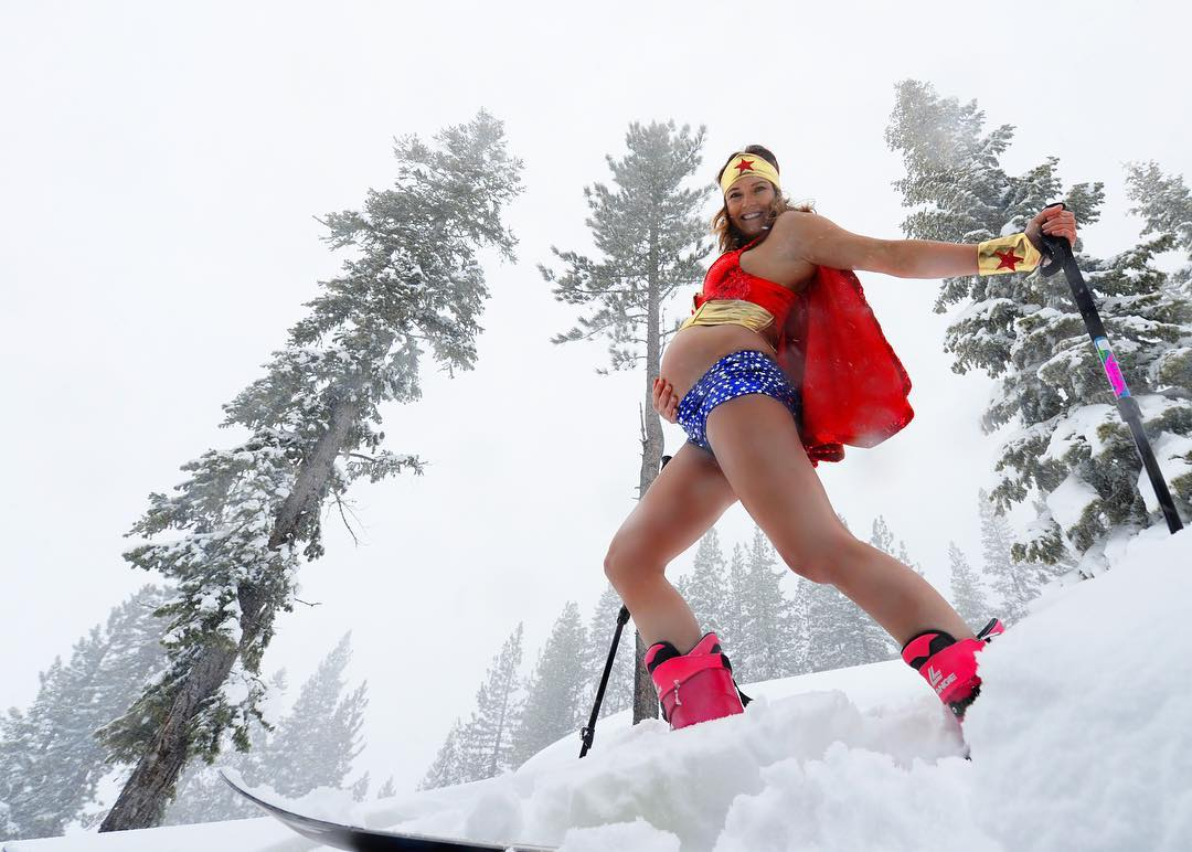 julia ski pregnant.jpg