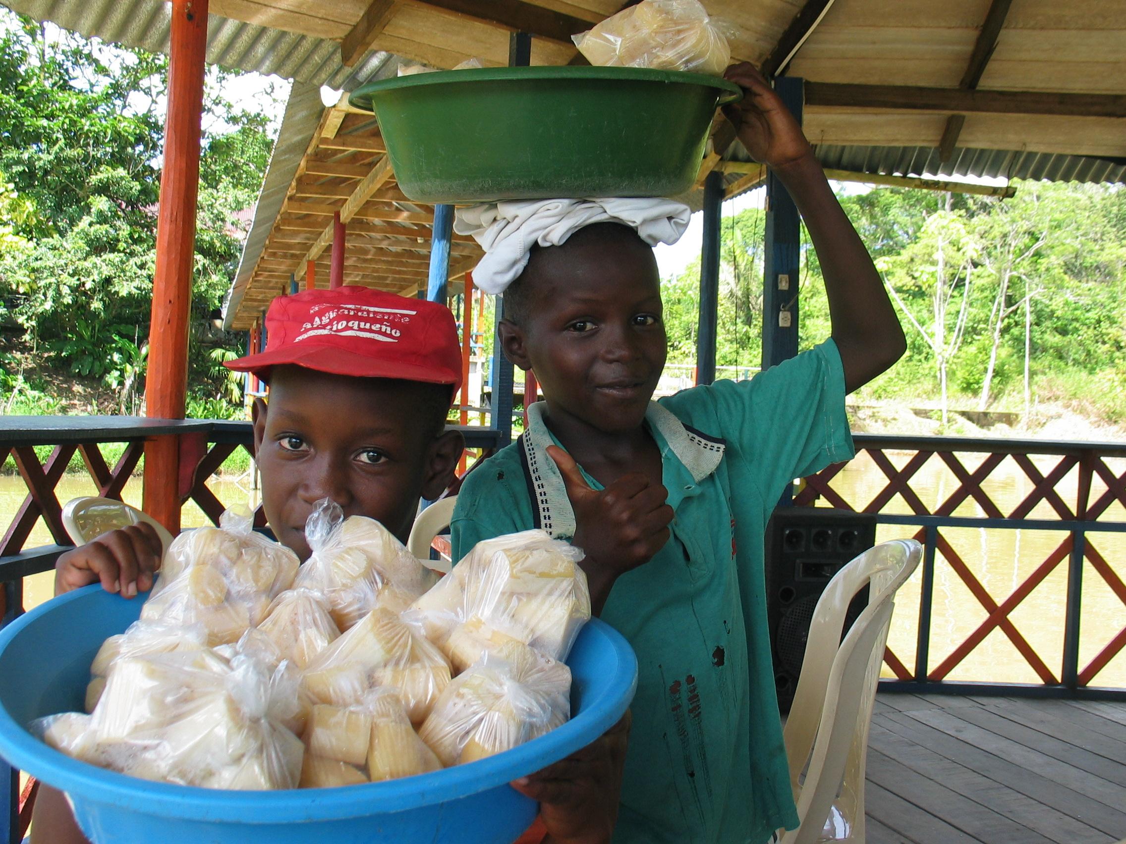 Kids selling sugar cane in Quibdo, Choco 8-27-06.JPG