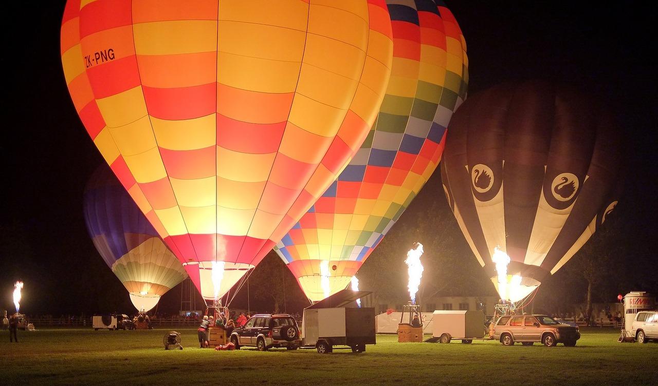 hot-air-balloons-906305_1280.jpg