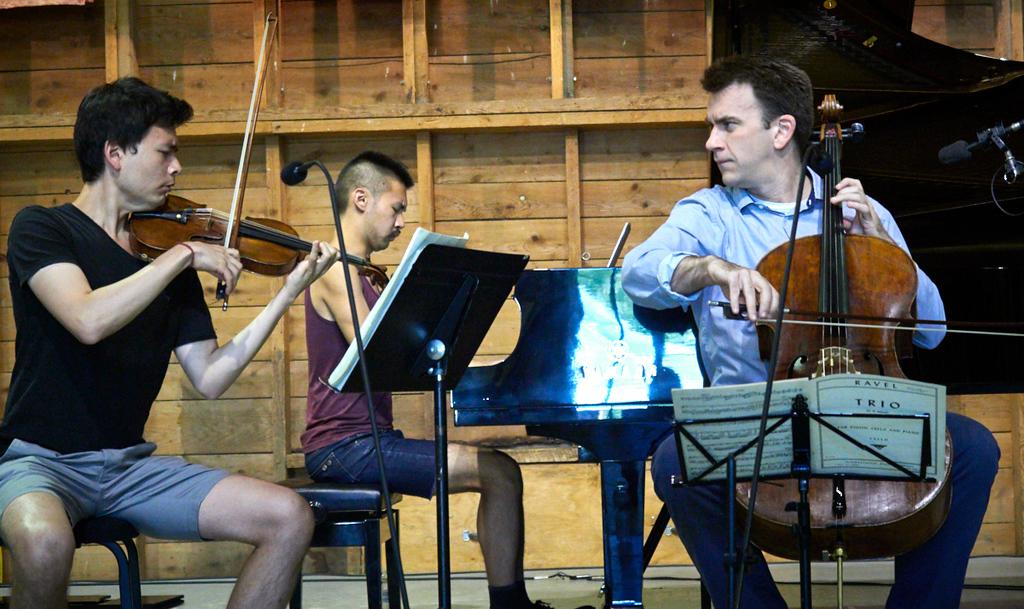 Stefan Jackiw, Conrad Tao, Edward Arron, in rehearsal (2018). Photo by Peter Felsenthal.