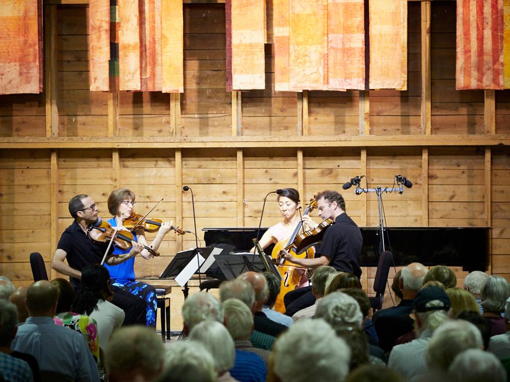 Brentano String Quartet (Mark Steinberg, Serena Canin, Nina Lee, Misha Amory) (2018). Photo by Peter Felsenthal.