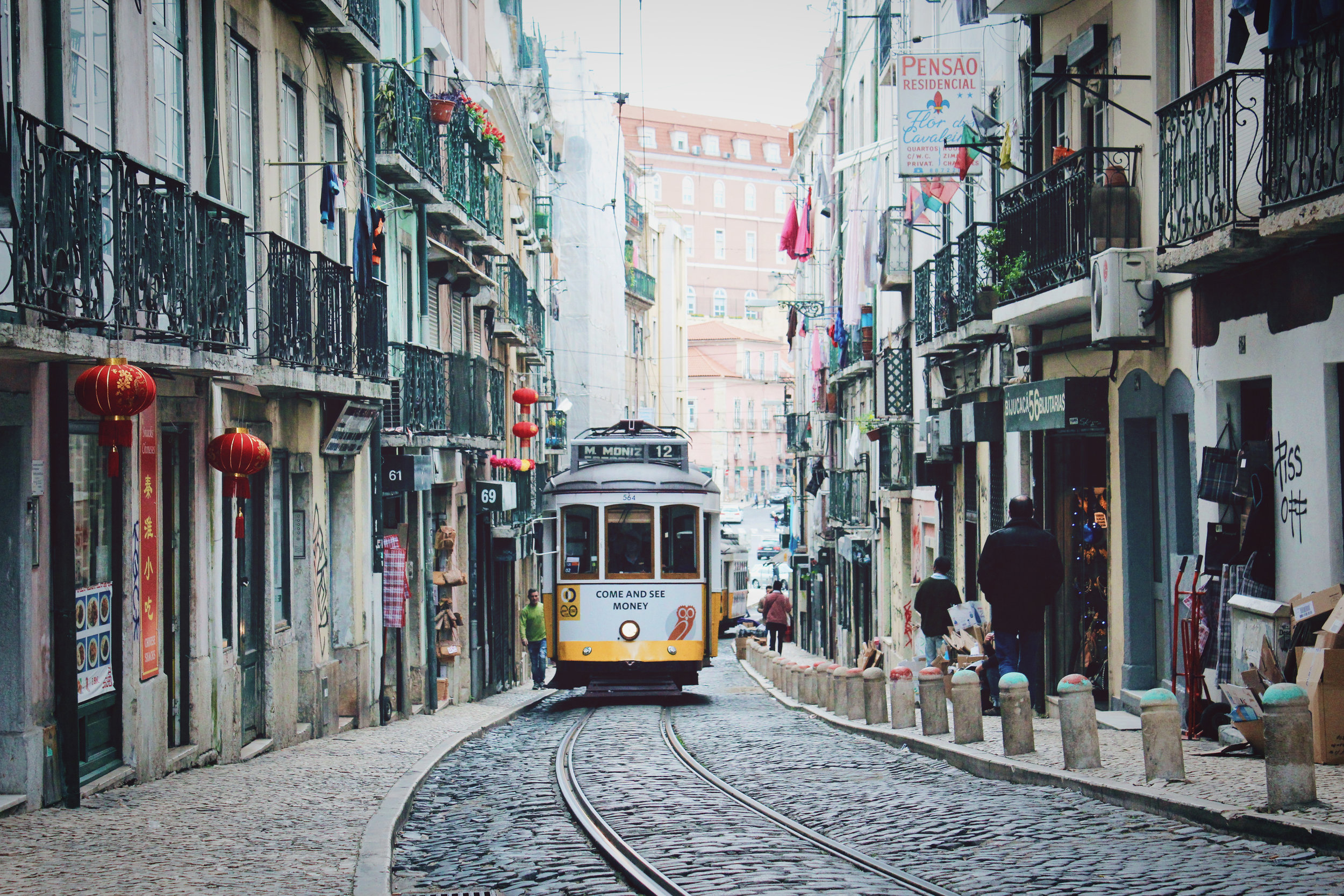 Lisbon-elopement-wedding-destination