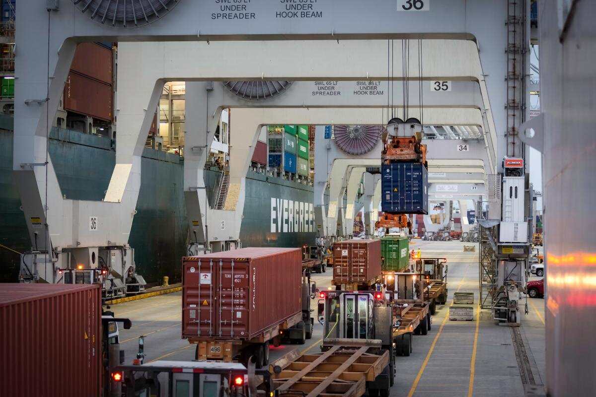 The Port of Savannah achieved an all-time high of 437,750 twenty-foot equivalent container units in August. Find print quality images    here.    (Georgia Ports Authority/ Stephen B. Morton)