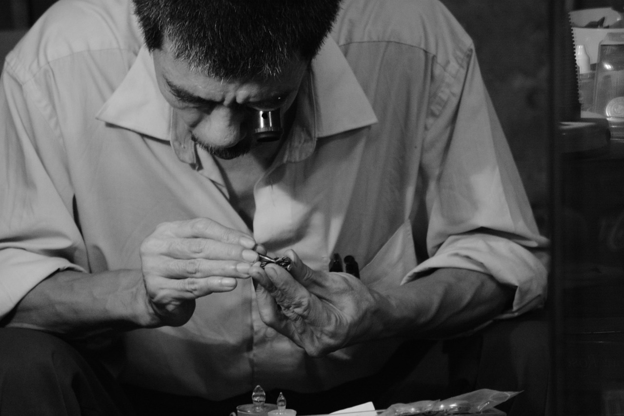 Service & Repairs - On-site service and complimentary estimates for your fine timepiece