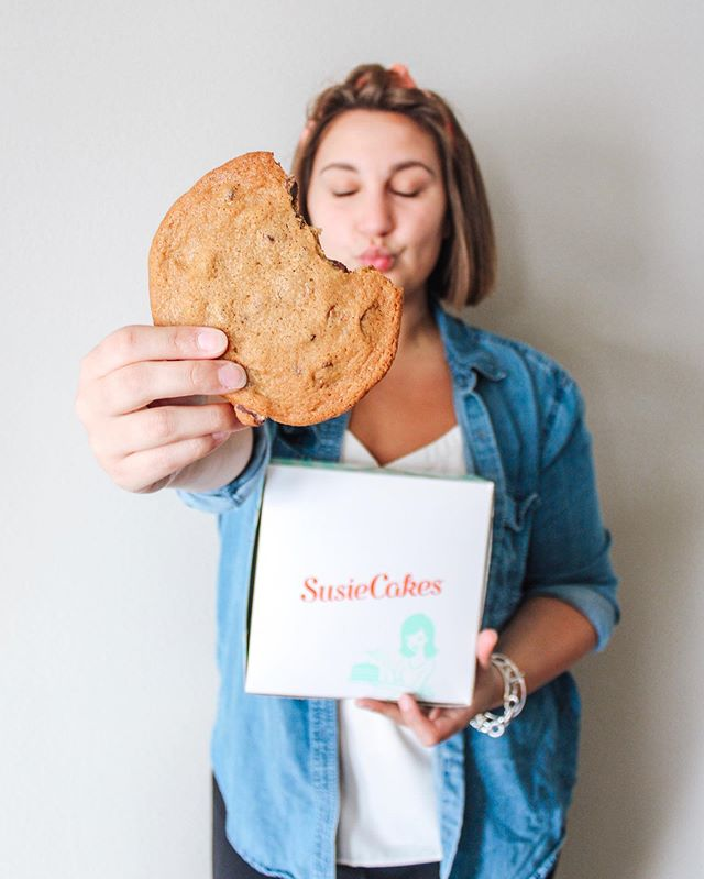 🛑 Stop what you are doing y'all.. it's officially National Chocolate Chip Cookie day! 🍪 Aka the best day of the year 🙋🏻‍♀️ Today I am celebrating with @susiecakesbakery on behalf of this delicious day & you should too! Go out and pick up some yummy cookies to share with friends & family, or if you're ambitious - bake a yummy home made batch! #sponsored 🍪 #celebratewithsusie @legacyfoodhall