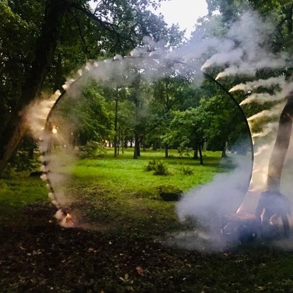 """No vaadake seda! 😍 """"Päikesevarjutus"""" on paaegu valmis ja seda on võimalik näha 18.-19. septembril Kadrioru pargis. Ainult 6 päeva veel! Kaadrilt näed täpsemalt, kus installatsioon nr. 17 asub:  https://www.valguskonnib.ee/festivali-kaart #valguskõnnib // Will you look at this! 😍 """"Eclipse"""" is almost complete and can be seen on 18th and 19th of September in Kadriorg Park. Only 6 more days to go! You can find the exact location where installation No. 17 is from  the map. https://www.valguskonnib.ee/festivali-kaart  #wanderinglights"""